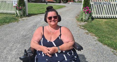 HÅNDSPRIT: Åse Kallevik (47) i Norges Handikapforbund Nord-Rogaland  savner universelt utformede spritdispensere mange steder.