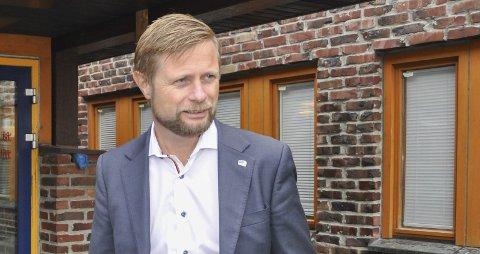 Bent Høie han har med viten og vilje satt 484000 menneskeliv i direkte fare, over lengre tid, skriver artikkelforfatteren.