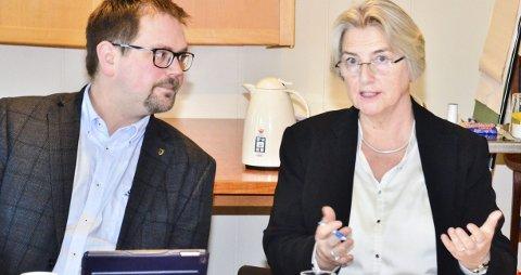 SOLID OVERSKUDD: Ordfører Roger Evjen og rådmann Siri Hovde i Aurskog-Høland kommune.Foto: Øyvind Henningsen