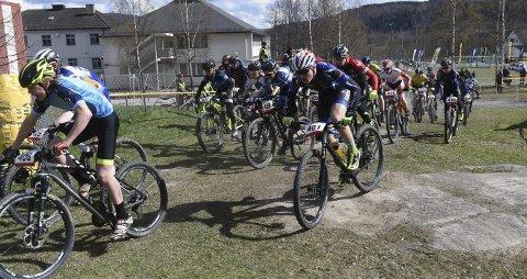 SLUTT: Nå er det – i hvert fall foreløpig – slutt for Fiskumrittet. Rittet som har vært åpningsritt i norgescupen i terrengsykling.FOTO: OLE JOHN HOSTVEDT
