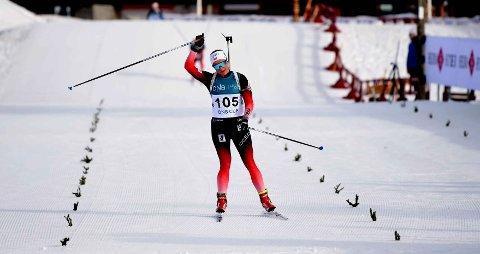 GLAD VINNER: Mari Wettterhus vinner norgescupfinalen i skiskyting på Liatoppåen lørdag morgen. (ALLE FOTO: OLE JOHN HOSTVEDT)