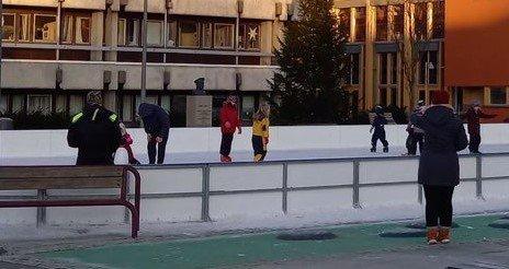 HOLDES ÅPEN: Skeisen holdes åpen, men kriseledelsen i Lyngdal kommune innskjerper avstandsreglene.