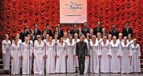 RUSSISK: Koret fra Petrozavodsk består av 100 medlemmer, hvorav 20 sangere er invitert med til turen til Norge. (Pressefoto)