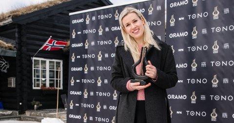 HEDER OG ÆRE: Eldbjørg Hemsing tok naturligvis steget ut på den røde løperen da hun sist uke mottok Spellemann i klassiskkategorien.