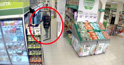 NOTORISK: Den tiltalte mannen (50) er en av Grenlands mest iherdige butikktyver. Bildet viser et tidligere tyveri fra en matbutikk i Grenland.
