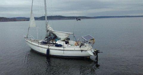 HRS etterlyser eieren til denne båten, som de fant drivende utenfor Langesund søndag.