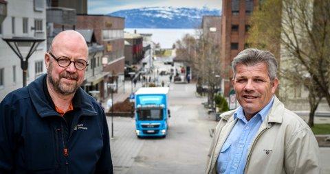 - Tidligere har det vært mindre kommuner som har hatt de største utfordringene med å rekruttere fastleger. Når store kommuner som Rana også sliter, så understreker det hvor alvorlig krisa er, sier nestlederen i Arbeiderpartiet, Bjørnar Skjæran her sammen med ordfører i Rana, Geir Waage.