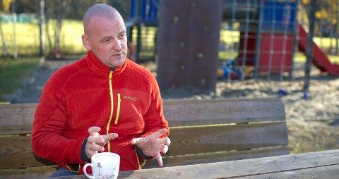 BARNAS HMS: Knut Emil Kolstø har funnet sneiper, snus, avføring og vinflasker på barnehagens område. Arkivfoto: Frode Johansen