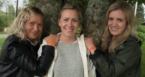 Gode venninner: Caia Haugsbakk (t.v.) og Ida F. Bjerke (t.h.) startet innsamling for å hjelpe venninnen Hilde med å finansiere behandling mot MS.Foto: Vidar Sandnes