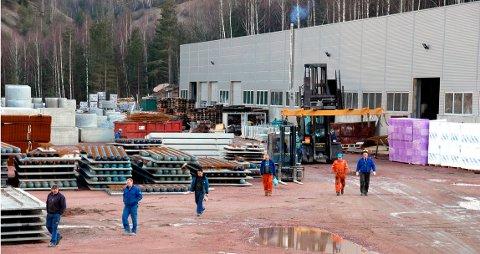 LOKAL BEDRIFT: Buskerud Betongvarefabrikk på Verket i Hurum flyttet inn i  nye produksjonslokaler i januar 2008.