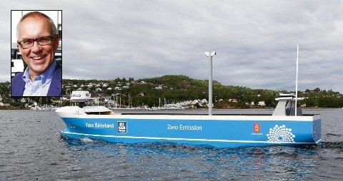 PÅ VANNET: Yara Birkeland blir verdens første elektriske og selvkjørende containerskip. Knut Arvid Glenna (innfelt) leder Kongsberggruppens del av el-skip-prosjektet.