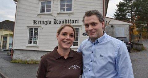 Ekteparet Espen og Anne Berit Willard måtte i karantene som følge av en feriereise. Det og flere andre faktorer gjorde at de så seg nødt til å stenge Kringla Konditori på Askimtorget.