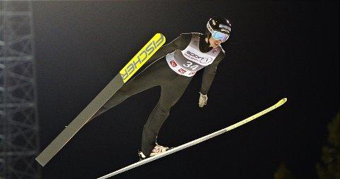 TILBAKE I BAKKEN: Jonas Viken gjorde sine saker bra i finske Kuopio fredag kveld. Hopptalentet brøt en ny barriere da han ble topp 20 i et FIS-renn.