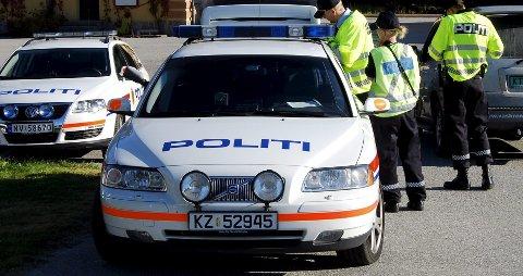 Tatt: To 20-åringer fra Kongsberg kjørte rett i fella under en politikontroll i Sauland natt til lørdag. Føreren er mistenkt for kjøring i påvirket tilstand og de to blir begge siktet for besittelse av narkotika. (Arkivfoto)