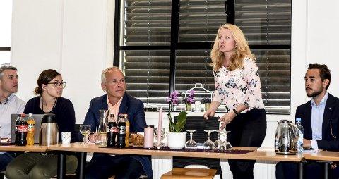 Si det til oss: Arbeids- og sosialminister Anniken Hauglie (H) og kunnskaps- og integreringsminister Jan Tore Sanner (H) ba fagfolkene si hva som skal til for at det skal bli enklere å få flere ungdommer til å fullføre skolegang og ut i jobb, og ikke minst bli værende i arbeidslivet.