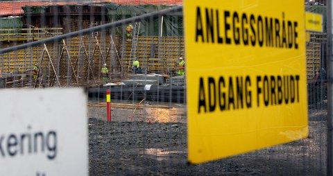 Den ene saken omhandler en bedrift i byggebransjen. – Arbeidstakerne har vedtatt forelegg, og etterforskingen mot arbeidsgiver er ennå ikke avsluttet, sier avsnittsleder Linn Breivik Erstad på økonomi- og miljøavsnittet i Møre og Romsdal politidistrikt. (Illustrasjonsfoto)
