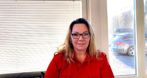 Janne Marie Olsen fra Tvedestrand har jobbet som ambulansearbeider i 20 år. Hun forteller at torsdagens hendelse preger hele ambulansemiljøet.