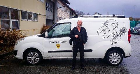 – Det er litt kjekt å ha det kjekt, mener Terje Håland, som har vært feier i 16 år.