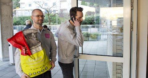 Dyrekassen gikk til topps i den nasjonale delen av gründerkonkurransen Nordic Startup Awards. Nå går turen til Sverige for Roger Holthe Olsen (til venstre) og Øyvind Eriksen, der de møter internasjonal gründerkonkurranse. (ARKIVFOTO: RUNE JOHANSEN)