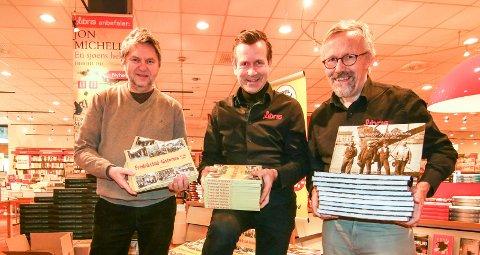 Gamle bøker i nytt opplag: To av Jens Olav Simensens (til venstre)  lokale bøker er trykket opp av Libris i Farmanns gate. Lars Dale (i midten) og Fredrik W. Ellefsen har tro på godt Mammutsalg.