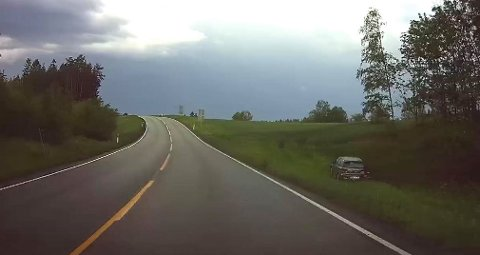 Det er på riksvei 22 ved Rudskogen utforkjøringen skjedde torsdag kveld.