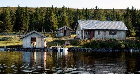 Reportasje om Smestads hytte ved Reinsvatnet. Tord Einar Smestad Elisabeth Graham Smestad