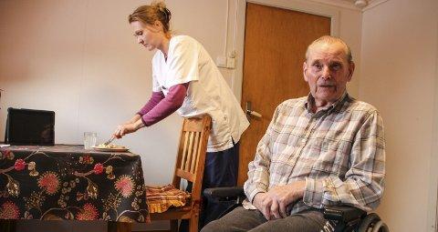1 Oddvar Gautvedt (88) i Vestre Gran får besøk av folk som Tone Nordmoen Groth-Hansen fire ganger daglig.