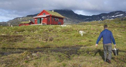 PÅ FJELLET: Simlebu ligger vakkert til i Etnefjellene.