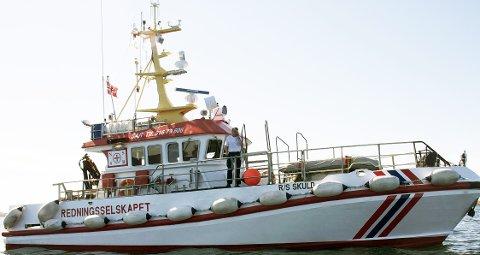 Reddet: Redningsskøyta R/S «Skuld» var med i redningsaksjonen som fikk reddet opp fire personer ved Skibbåtsvær natt til fredag. foto: Are engen steinsholm