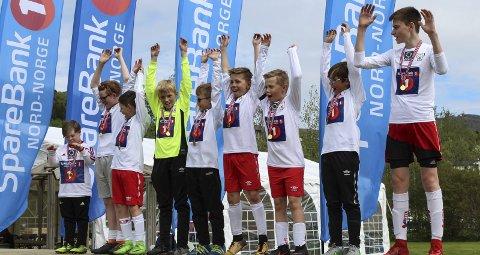 Premieutdeling: Team Runar, med Runar Skog helt til venstre fikk alle hver sin medalje.