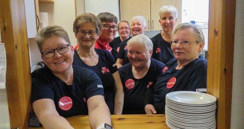 INNSATS: Porsa Sanitetsforening med sine frivillige som gjorde en solid innsats under feiringen av Kvalsunds 150-årsjubileum.