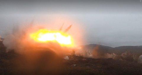20 AV 20: Talsmann Stian Roen i Luftforsvaret forteller at det ble 20 treff av 20 mulige da norske F-35 jagerfly slapp bomber for første gang. Bombingen skjedde i Hálkavárri skytefelt rett over Porsangmoen leir i Porsanger.