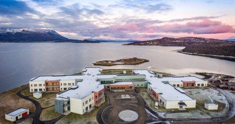 STENGT: En avdeling på Bergsodden sykehjem er stengt, og pasientene er isolerte på rommene sine.