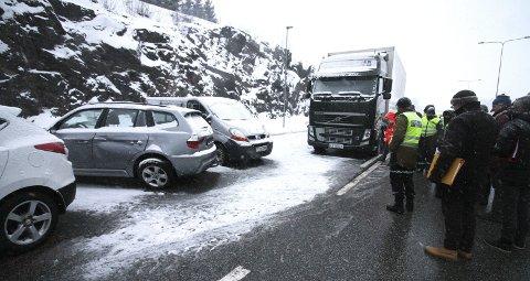 Gjenskapte Ulykken: Politiet gikk grundig gjennom hendelsesforløpet i ulykken.foto: Jarl Rehn-Erichsen