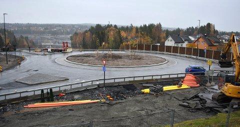 I løpet av neste uke blir det mulig å kjøre den nye veien ned til Kongsberg Teknologipark fra Sandsværveien.