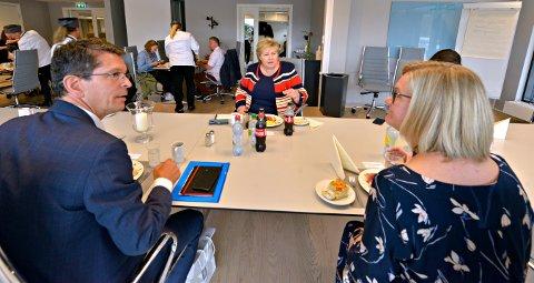 For et par uker siden besøkte statsminister Erna Solberg Kongsberg Teknologipark. Her med Geir Håøy, konsernsjef Kongsberg Gruppen, og Christina Johansen, administrerende direktør i TechnipFMC.  Nå er brevet hun ba om, sendt.