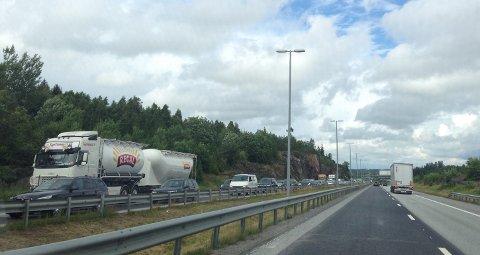 For andre dag på rad må bilistene på vei sørover på E6 smøre seg med ekstra mye tålmodighet bak rattet.