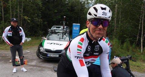 MÅ UT I KREVENDE KONKURRANSE: – Nå skal jeg se om jeg klarer å holde følge med barna på den lille sykkelen, sier Morten Winsnes i IF Frøy.