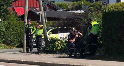 I GÅR: Politiet gjennomførte laserkontroll i Østensjøveien ved Grønlibakken mandag.