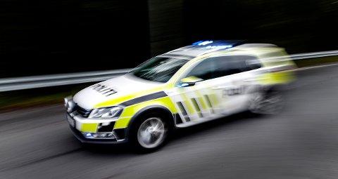 ILLUSTRASJON: Politistudenter og instruktører har de siste ukene gjennomført eksamen i uttrykkningskjøring på Nordstrands-platået.