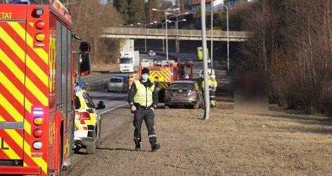 Politiet fokuserer mer og mer på passerende trafikk på ulykkessteder for å få bort mobilbruk og filming av ulykker.