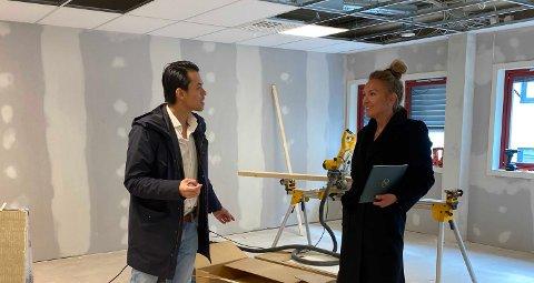 Daglig leder Don Tuan Tran og eiendomsmegler Renee Benedicte Løkke i lokalene som er under oppussing.