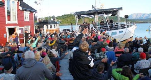 HVEM HAR KORONA?: Fire personer med koronasmitte dro på konsert i Harstad.
