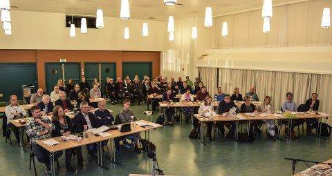 FOLKEVALGTE: Det nye kommunestyret i Østre Toten konstituerte seg i Bygdestua på Hoffsvangen onsdag kveld.Foto: Sæmund Moshagen