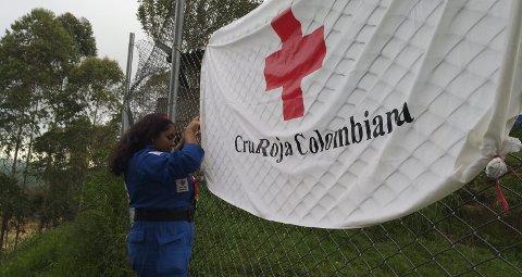 1 Helseklinikk: Her rigges det til en mobil helseklinikk i regi av Røde Kors.  ALLE FOTO: PRIVAT  2 Ungdomsdelegatene: Kristine Nordås Toska (t.h.), som bor i Ski, jobber som ungdomsdelegater i Colombia for Røde Kors Ungdom. Til venstre: Venninnen Sofie Sundström Bele  3 KLART BUDSKAP: Ungdom kan endre dagens samfunn – det krever bare litt ekstra innsats.  4 Representerte: Kristine Nordås Toska representerte Røde Kors på en nasjonal kongress for frivillige.
