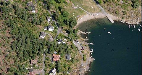 Et par beboere på Søndre Årøy kan få reserverte plasser her, like ved brygga.