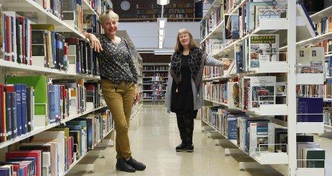 Astrid Aase Thorstensen og Margit Kiland ved Porsgrunn bibliotek er stolte over at biblioteket er hovedarena for Bjørg Vik- dagene.