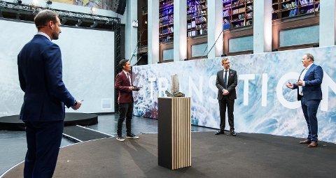 H.K.H. Kronprins Haakon tildelte torsdag Heyerdahlprisen til HeidelbergCement og Felleskjøpet Agri. Prisutdelingen skjedde på Rederiforbundets årskonferanse.
