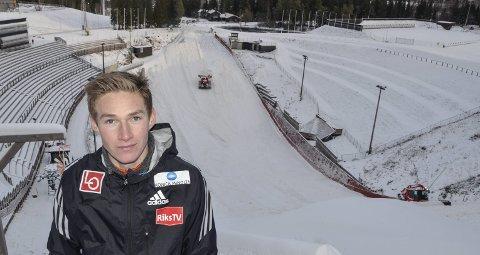 DEBUT: Robin Pedersen i Holmenkollen hvor han lørdag hoppet sin første konkurranse i World Cup. Foto: Trond Isaksen
