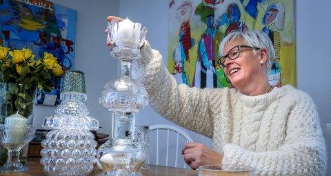 Bygger lysestake: – Jeg er ikke helt fornøyd, så jeg må finne flere deler, sier Ingrid Kjærstad Solbakken. Det vil si en ny tur til bruktbutikken.
